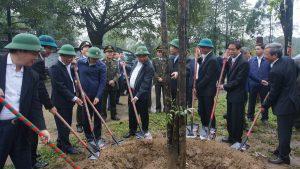 Thủ tướng Nguyễn Xuân Phúc đến thăm và trồng cây lưu niệm tại Vườn quốc gia Bạch Mã